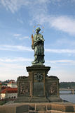 St John van Nepomuk op Praag Charles Bridge, Tsjechische republiek Royalty-vrije Stock Afbeeldingen