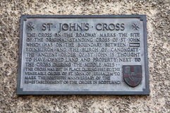 St Johns Cross Plaque in Edinburgh. A wall plaque on Canongate, detailing the former site of the original St. Johns Cross along the Royal Mile in Edinburgh Stock Photos