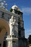 ST Joseph το άγαλμα εργαζομένων, στο μέτωπο από τον καθεδρικό ναό σε Tagbilaran, Bohol, Φιλιππίνες στοκ εικόνα