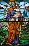St Joseph держа младенца Иисуса Стоковое фото RF