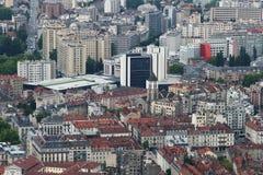 St Joseph kyrka i den Grenoble staden som ses från det Bastilla berget, Frankrike royaltyfria foton