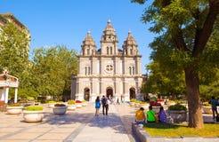 St Joseph s kyrka eller den östliga kyrkan i den Wangfujing gatan Arkivfoton