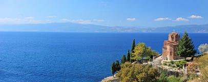 St. Jovan Kaneo kerk die meer Ohrid overziet Stock Afbeeldingen