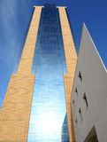 St Julian, Malta, vista della torre di conferenza da sotto Fotografia Stock Libera da Diritti