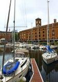 St Katharine靠码头小游艇船坞伦敦英国 免版税库存照片