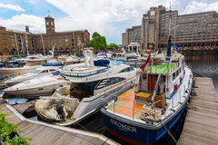 St Katharine Docks i London, UK Arkivfoton
