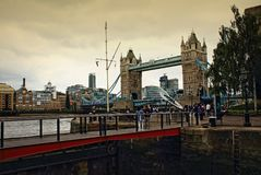 St Katharine Docks Tower Bridge London Förenade kungariket Royaltyfria Bilder