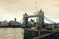St Katharine doków wierza most Londyn Zjednoczone Królestwo zdjęcia royalty free