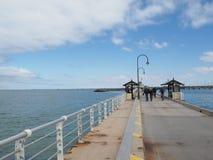 St Kilda Pier com céu azul Fotos de Stock