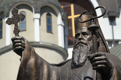 St. Kiril vor mazedonischer orthodoxer Kirche Stockfotografie