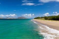 St. Kitts genommen von einem Strand auf St. Nevis Lizenzfreie Stockfotos