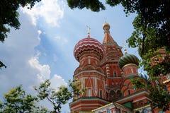 St. la catedral de la albahaca en Plaza Roja en Moscú, Rusia Imagen de archivo libre de regalías