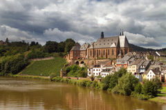 St Laurentius Church i Saarburg den gamla staden Royaltyfria Foton