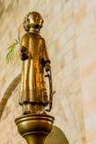 St Lawrence auf einer Bronzesäule in der Kathedrale von Lund lizenzfreie stockbilder