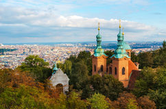 St Lawrence Church op de PetriÂn-heuvel, Praag, Tsjechische Republiek Stock Foto