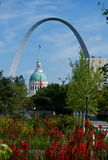 St. Louis Arch   and the Courthouse Stock Images