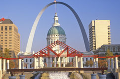 St. Louis Arch and Old Courthouse, MO Royalty Free Stock Images