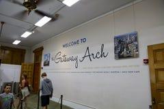 St Louis Arch Welcome Center fotografering för bildbyråer