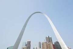 St. Louis, architettura ed arco famoso, Missouri, U.S.A. immagine stock