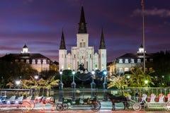 St Louis Cathedral em Jackson Square em Nova Orleães, Louisiana imagens de stock