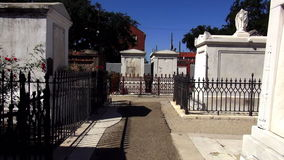 St Louis Cemetery No de Nova Orleães 1 sepulturas velhas Nova Orleães Louisiana video estoque