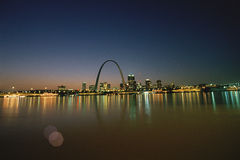 St Louis la nuit Images stock