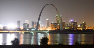 St.Louis, Missouri - de V.S. - 6 September, 2015: Heilige Louis Skyline met de rivier van de Mississippi royalty-vrije stock afbeelding