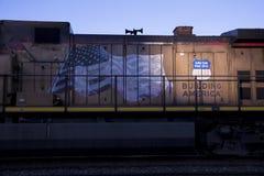 St Louis, Missouri, Estados Unidos - cerca de 2015 - trem pacífico da união na luz solar do fim da tarde das trilhas de estrada d Fotografia de Stock