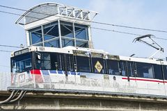 St. Louis, Missouri, Estados Unidos - circa 2016 - tren de pasajeros del viajero de Metrolink en St Louis Missouri de la estación imagen de archivo libre de regalías