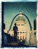 St. Louis, Missouri, Estados Unidos - circa 2014 - tribunal viejo, estatua corriente de la fuente del hombre y entrada en la plaz foto de archivo libre de regalías