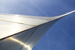 St Louis, Missouri, Jednoczący Około 2014-Looking up przy bramy Łękowatym wygina się zasięrzutnym jaśnieniem w słońcu zdjęcie royalty free