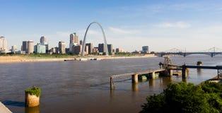 St Louis Missouri miasta Skline łuku W centrum brama Zachodnia Zdjęcie Stock