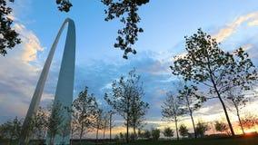 St. Louis, Missouri und der Zugangs-Bogen stock video footage