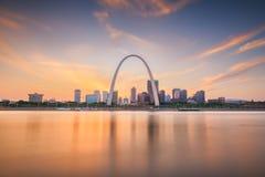 St Louis, Missouri, usa w centrum pejza? miejski na Mississippi obrazy royalty free