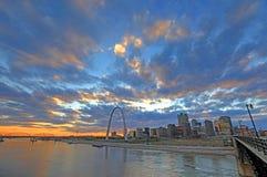 St. Louis, Missouri y el arco de la entrada foto de archivo