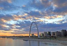 St. Louis, Missouri y el arco de la entrada imagen de archivo libre de regalías