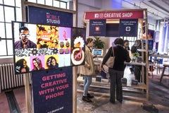 St Louis, Missouri, Zlana marzec 27 2018-Facebook społeczność Podnosi wydarzenie małego biznesu właścicieli uczy się mobilnego ma Obrazy Stock