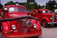 St. Louis, MO— coches de bomberos rojos antiguos del 12 de mayo de 2012 en la exhibición en el museo nacional del transporte Fotos de archivo libres de regalías