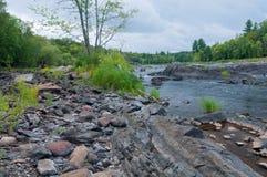 St Louis River e forme della roccia in Jay Cooke Fotografia Stock