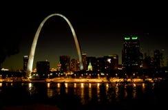 St Louis Skyline alla notte Fotografie Stock Libere da Diritti
