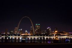 St Louis Skyline bij nacht stock foto's