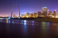 St Louis Skyline no crepúsculo Fotografia de Stock Royalty Free