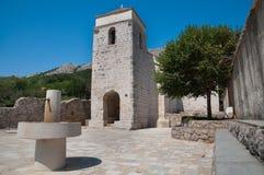 St Lucia kościół przy jurandvor Bask, Chorwacja - Zdjęcie Stock