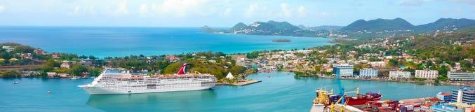 St Lucia - Maj 12, 2016: Tjusningen för karnevalkryssningskepp på skeppsdockan Royaltyfri Fotografi