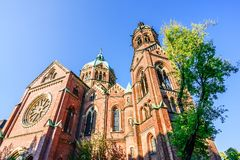 St Lukas Church på Mariannenplatz i Munich, Tyskland royaltyfri bild