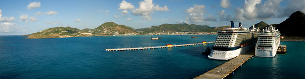 St-maarten harbour with cruise ships Royalty Free Stock Photos