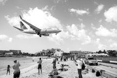 Beach observe low flying airplanes landing near Maho Beach. St Maarten, Netherlands - February 13, 2016: beach observe low flying airplanes landing near Maho Stock Photos