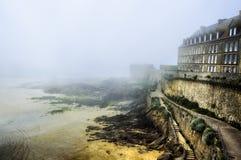 St. Malo, Frankreich Nebel und Hafen lizenzfreies stockfoto