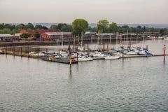 Portsmouth Marina dok?d yahts i ?odzie kosz? obraz royalty free