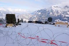 St Margrethenberg,SG/瑞士- 2010年1月31日:有铁丝网和雷达的军事设施在安全措施期间 免版税库存照片
